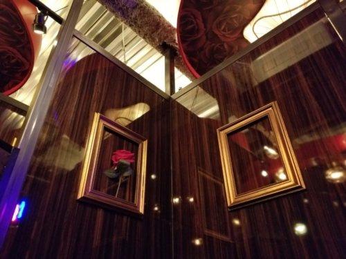 The PRIVATE LOUNGE 赤坂店の半個室の内観